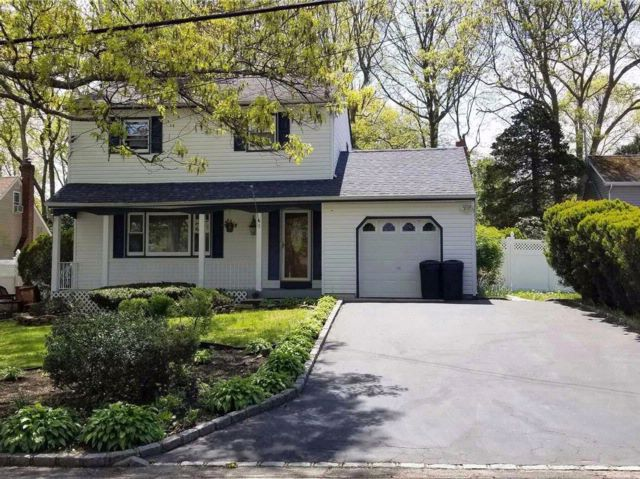 3 BR,  1.50 BTH  Colonial style home in Centereach