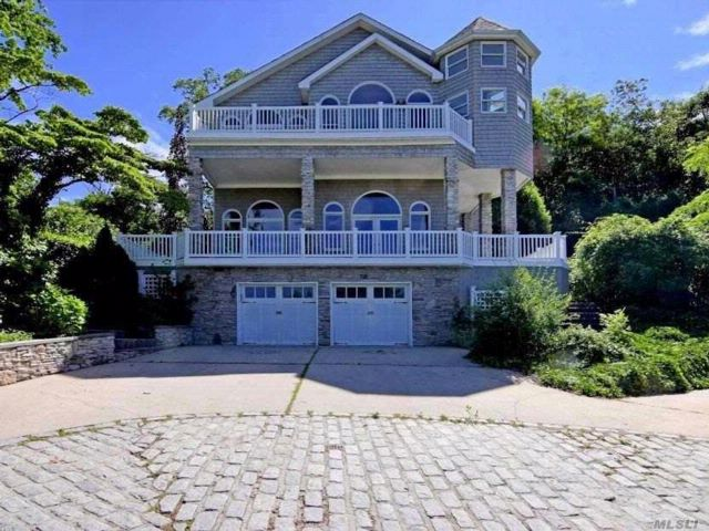 4 BR,  4.50 BTH  Post modern style home in Huntington Bay