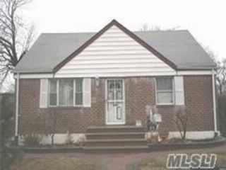 5 BR,  2.00 BTH  Cape style home in Hempstead