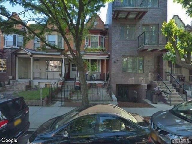 4 BR,  1.55 BTH Colonial style home in Boro Park