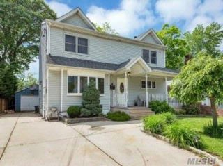 5 BR,  2.00 BTH  Colonial style home in North Merrick
