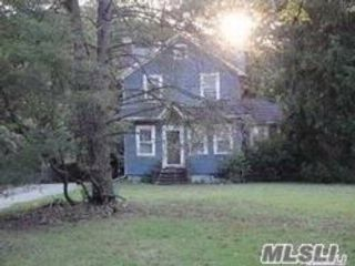 5 BR,  3.50 BTH Colonial style home in Centereach