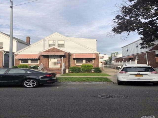 5 BR,  3.00 BTH Cape style home in Wakefield