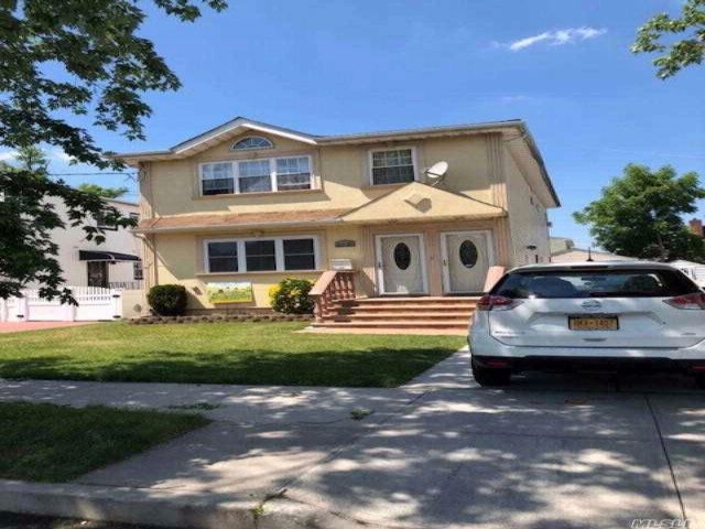 6 BR,  3.00 BTH Hi ranch style home in Jamaica