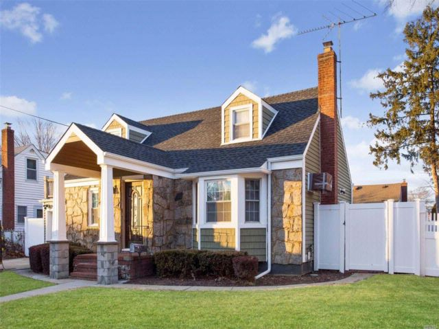 5 BR,  2.00 BTH  Cape style home in East Meadow