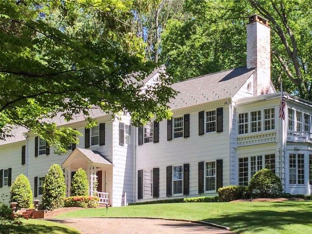 5 BR,  4.50 BTH Colonial style home in Oyster Bay Cove