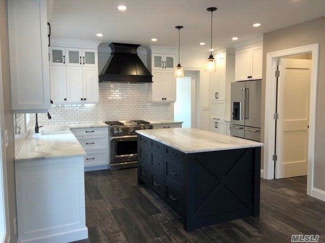 4 BR,  3.50 BTH 2 story style home in Middle Village