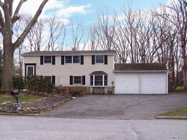 3 BR,  2.00 BTH  Hi ranch style home in East Setauket