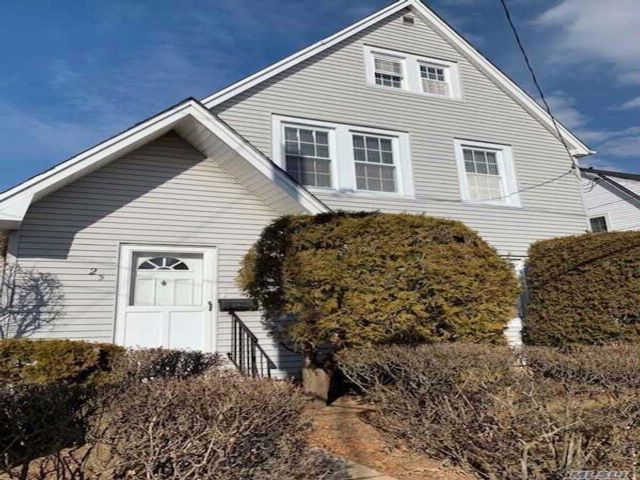 3 BR,  1.00 BTH Colonial style home in Williston Park