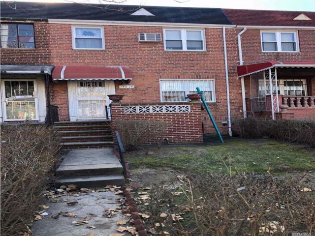 3 BR,  1.00 BTH Colonial style home in Kew Garden Hills