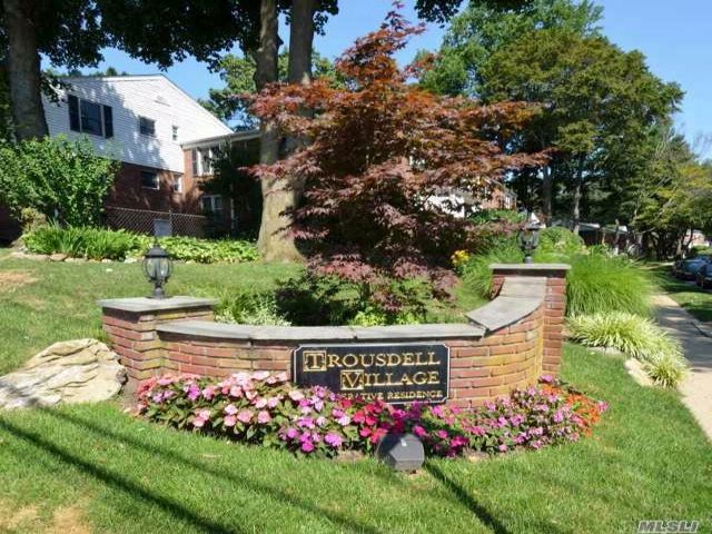 2 BR,  1.00 BTH Co-op style home in Glen Cove
