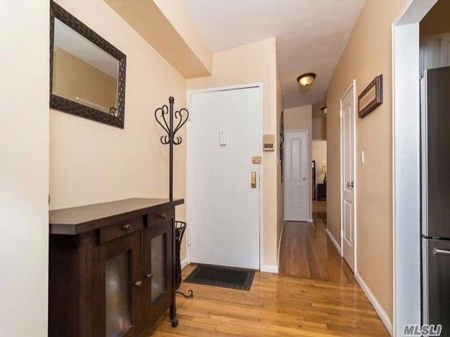 2 BR,  2.00 BTH  Co-op style home in West Hempstead