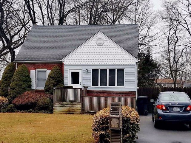 4 BR,  1.00 BTH Cape style home in West Islip