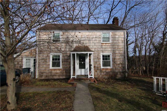 3 BR,  2.00 BTH Colonial style home in Setauket