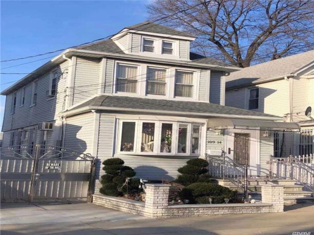 3 BR,  2.50 BTH  Colonial style home in South Ozone Park