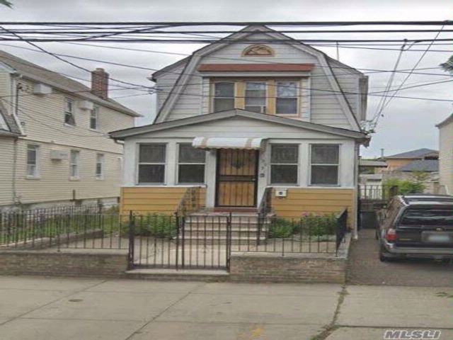 3 BR,  3.00 BTH Colonial style home in South Ozone Park