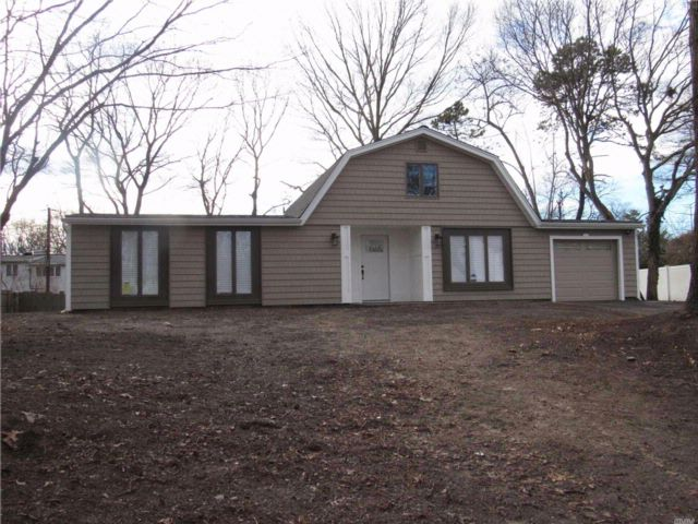 3 BR,  1.50 BTH  Ranch style home in Holbrook