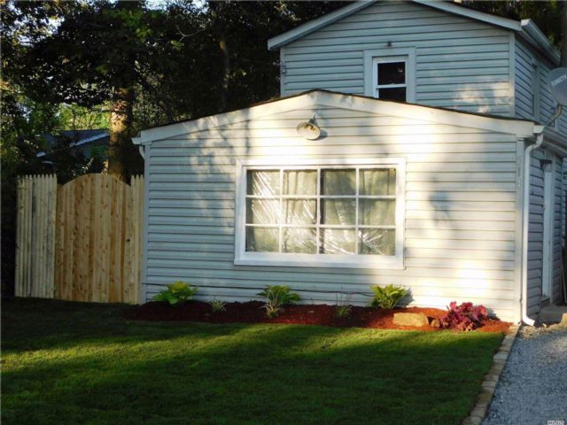 2 BR,  1.00 BTH 2 story style home in West Islip