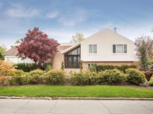 5 BR,  4.50 BTH Contemporary style home in Hewlett Harbor