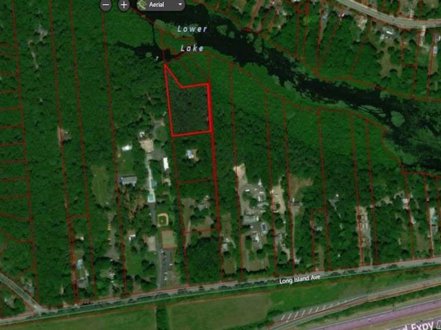 Lot <b>Size:</b> ~250X300 Land style home in Yaphank