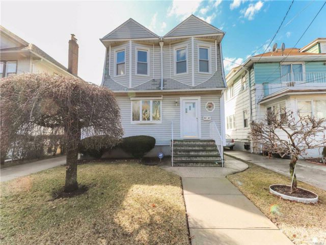 5 BR,  3.00 BTH  Colonial style home in Queens Village