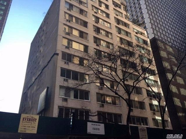 [NYC - Fifth Avenue Real Estate, listing number 3043921]