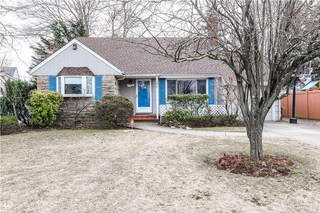 4 BR,  2.00 BTH  Cape style home in Rockville Centre