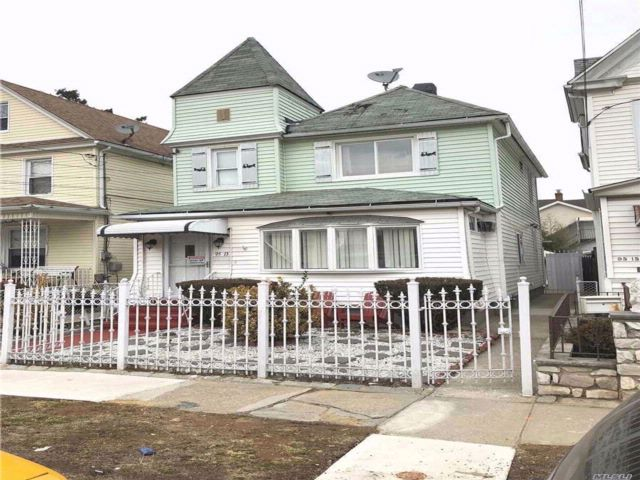 4 BR,  0.00 BTH  Victorian style home in Ozone Park