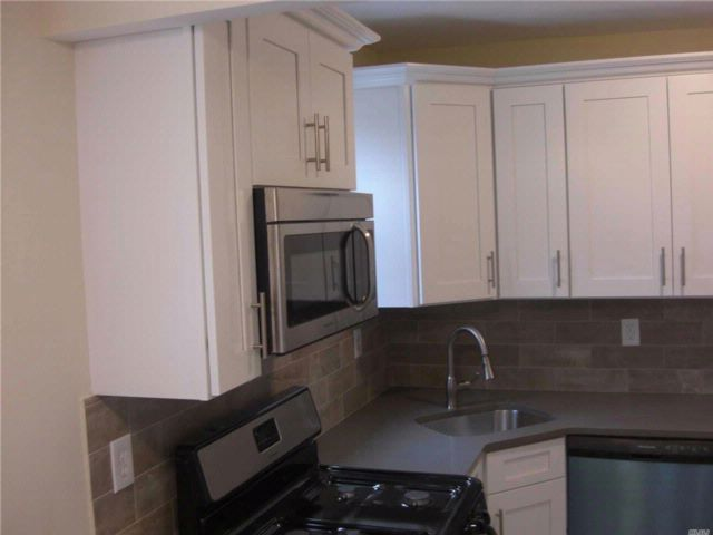 4 BR,  2.00 BTH  Split style home in Roosevelt
