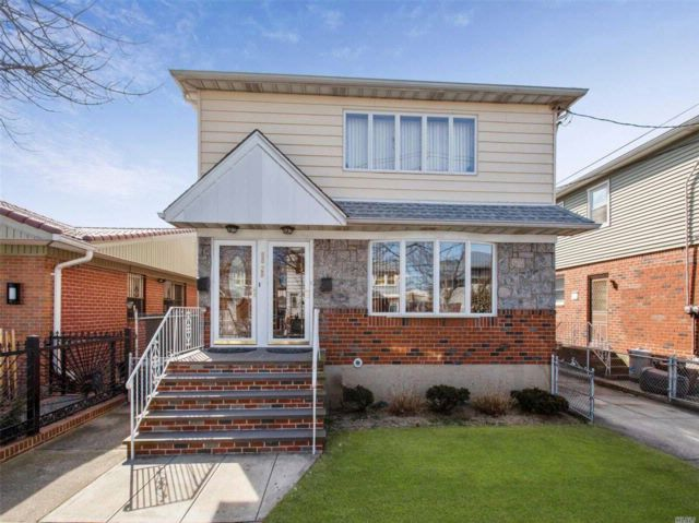 6 BR,  2.50 BTH Duplex style home in Ozone Park