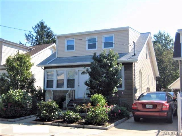 5 BR,  2.00 BTH Cape style home in Elmont