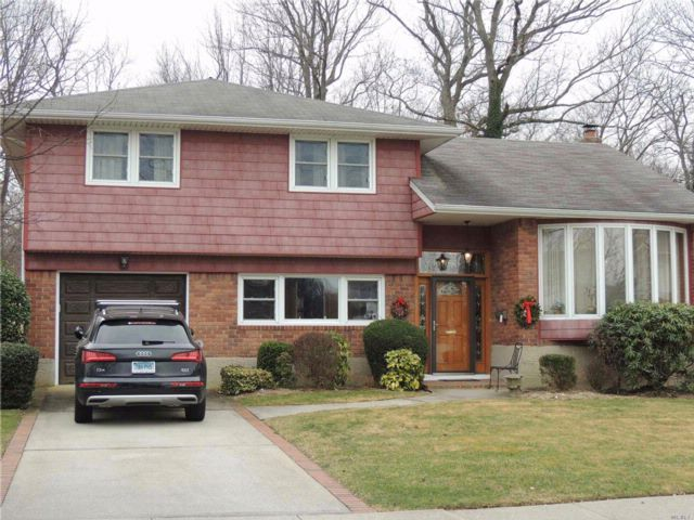 3 BR,  2.50 BTH  Split style home in Wantagh