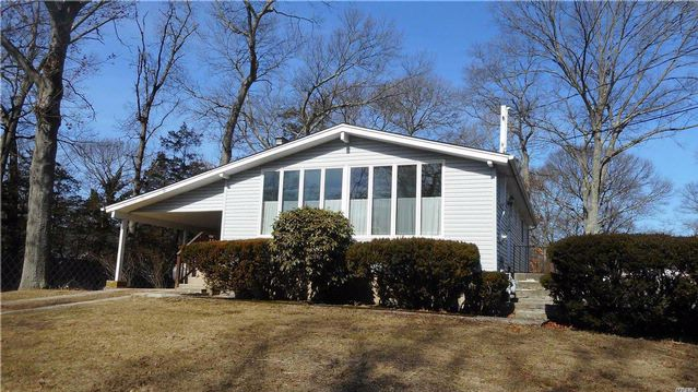 3 BR,  1.00 BTH Ranch style home in Holtsville