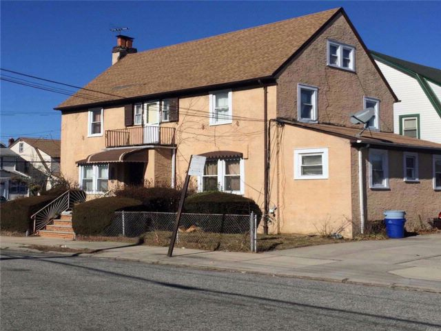 4 BR,  1.50 BTH Colonial style home in Queens Village