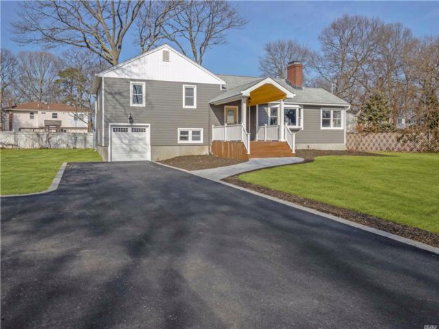 4 BR,  2.50 BTH 2 story style home in Sayville