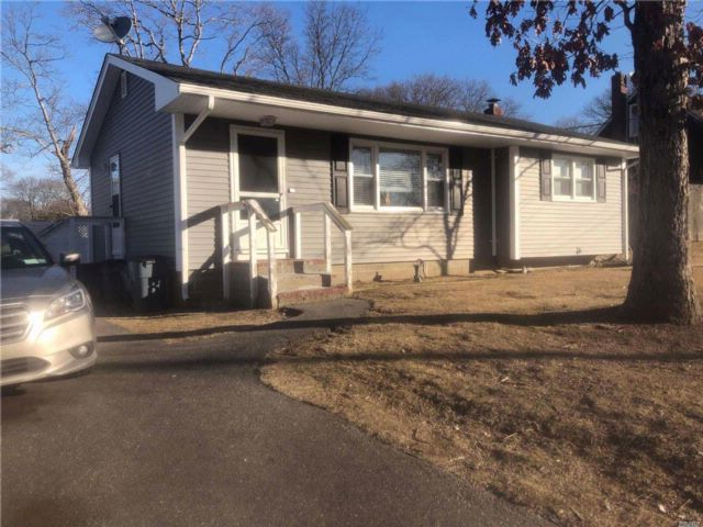 2 BR,  1.00 BTH Ranch style home in Shirley