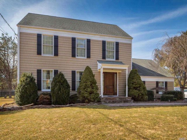 3 BR,  2.50 BTH Colonial style home in Wading River