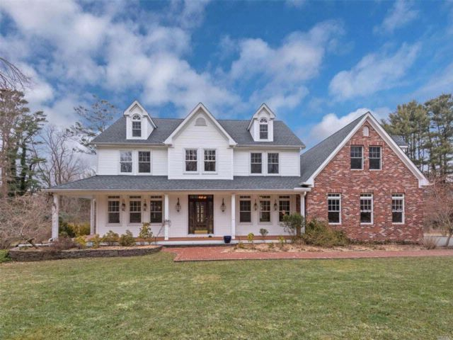 6 BR,  5.00 BTH Colonial style home in Setauket