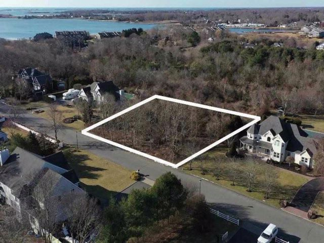 Lot <b>Size:</b> 0X0  Land style home in East Moriches