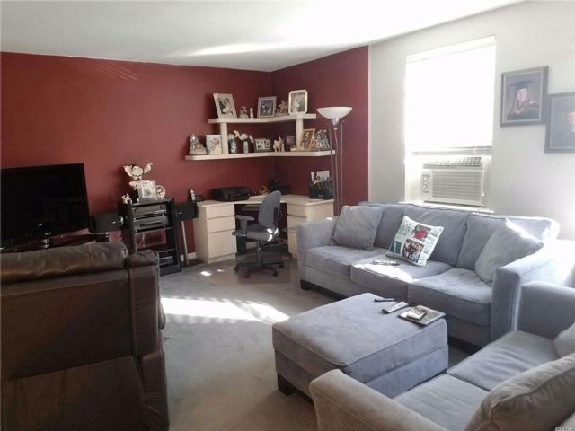 2 BR,  1.00 BTH Co-op style home in Bayside