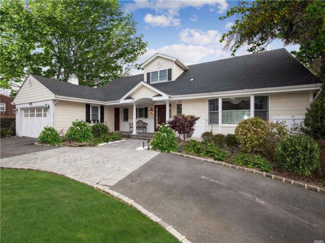 5 BR,  4.50 BTH Exp ranch style home in Lawrence