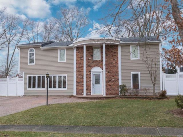 5 BR,  3.50 BTH Colonial style home in Port Jefferson Station