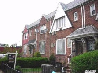 5 BR,  4.00 BTH Contemporary style home in East Elmhurst