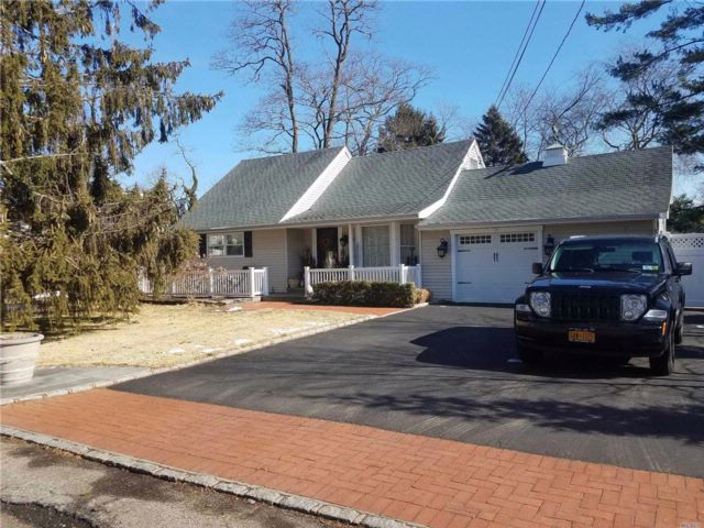 4 BR,  2.00 BTH Exp cape style home in Oakdale
