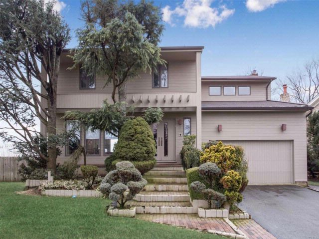 4 BR,  2.50 BTH Colonial style home in Oceanside