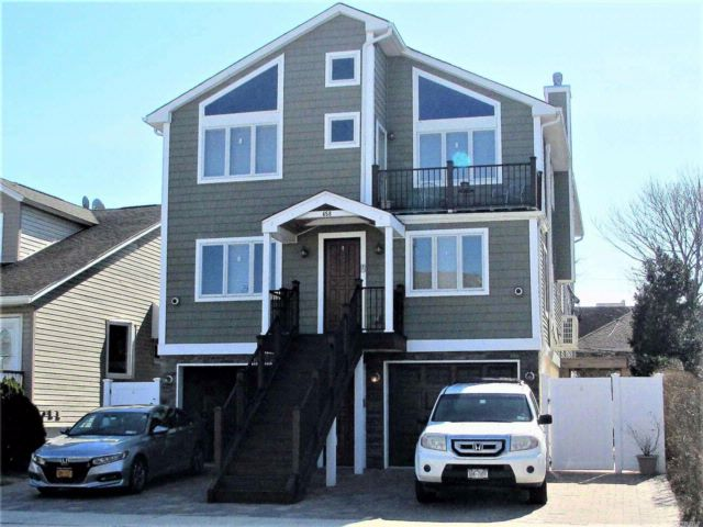 6 BR,  5.00 BTH  Contemporary style home in Long Beach