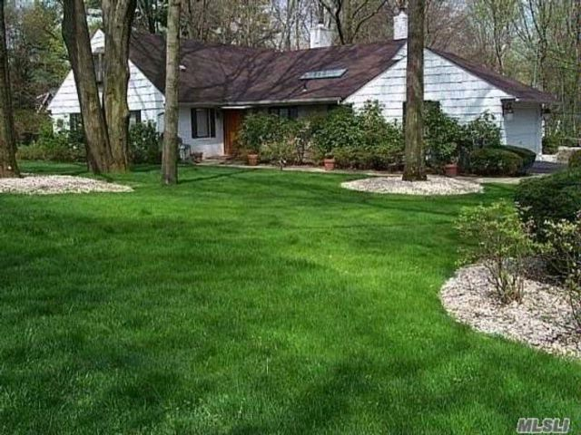 Lot <b>Size:</b> 280X137 Land style home in Great Neck