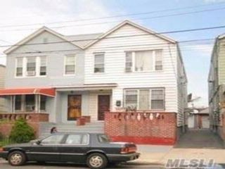 7 BR,  3.00 BTH Colonial style home in Woodside