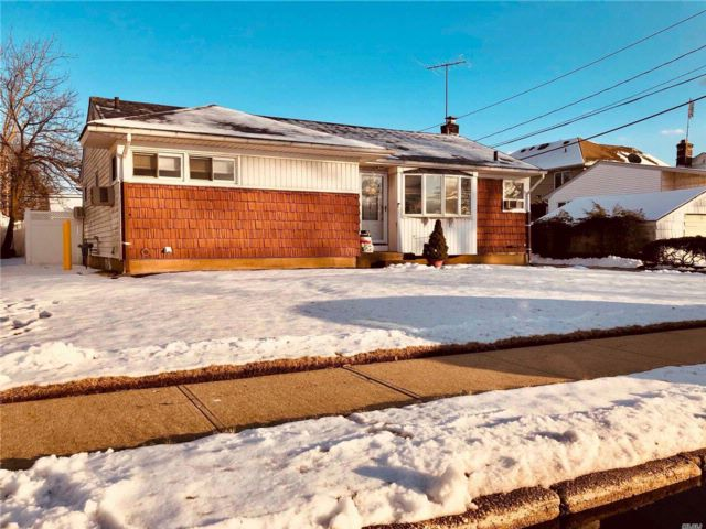 3 BR,  1.00 BTH  Ranch style home in East Meadow