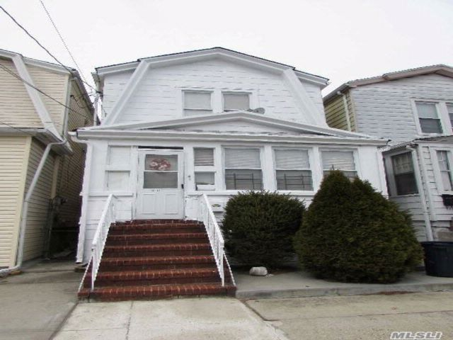 3 BR,  2.50 BTH 2 story style home in Woodhaven